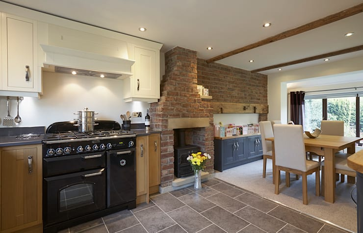 Traditional Kitchen in Bradford at Tong Village: classic Kitchen by Twenty 5 Design