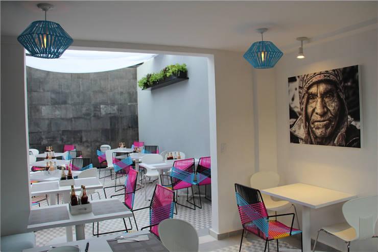 Restaurante-Bar: Comedores de estilo  por Wooden