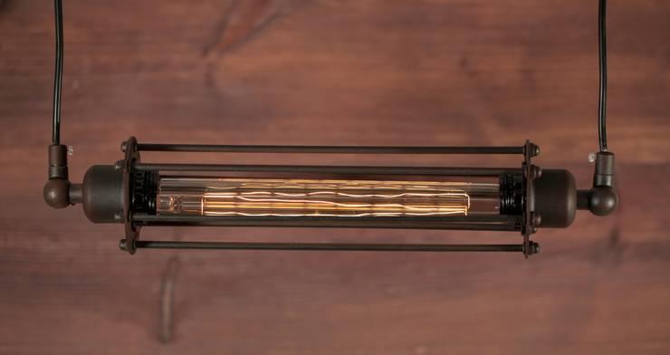 AMSTERDAM LOFT NO. 3 – LAMPA RDZAWA: styl , w kategorii Salon zaprojektowany przez Altavola Design Sp. z o.o.