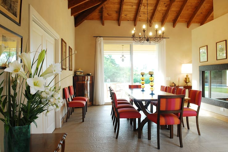 Salas de jantar  por JUNOR ARQUITECTOS