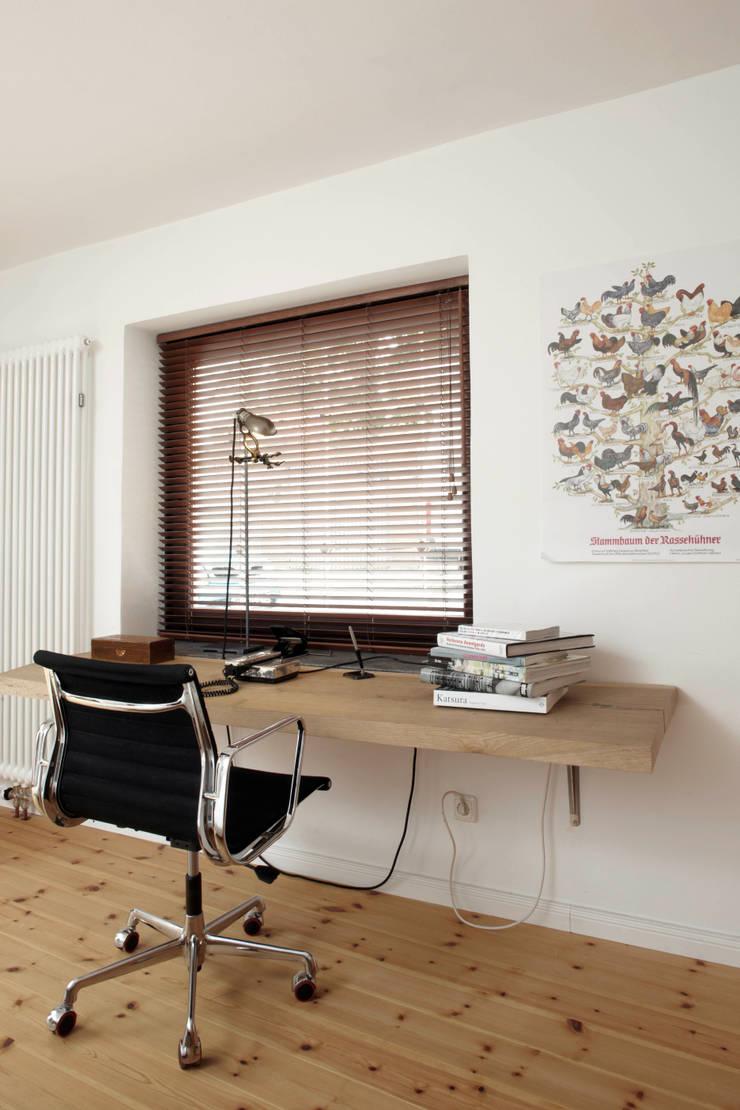 Patiowohnung: industriale Arbeitszimmer von Wirth Architekten