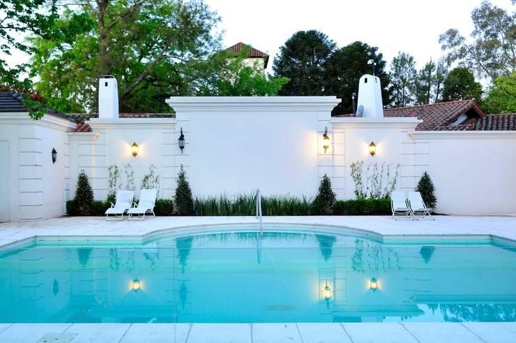 Casa Tortugas: Piletas de estilo moderno por JUNOR ARQUITECTOS