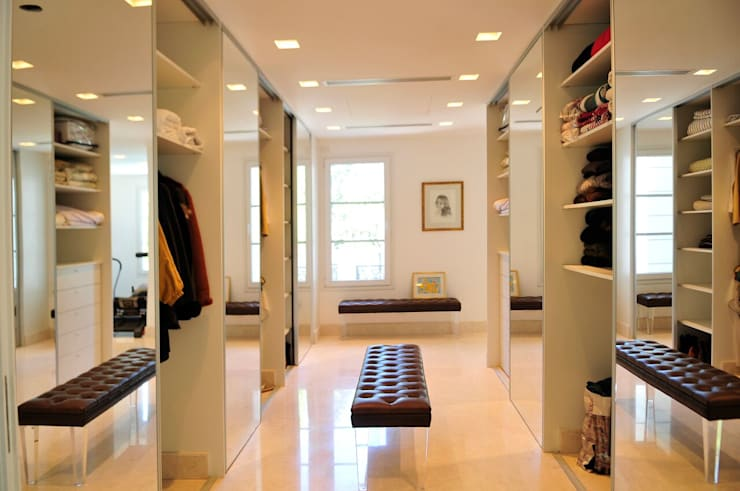 modern Dressing room by JUNOR ARQUITECTOS