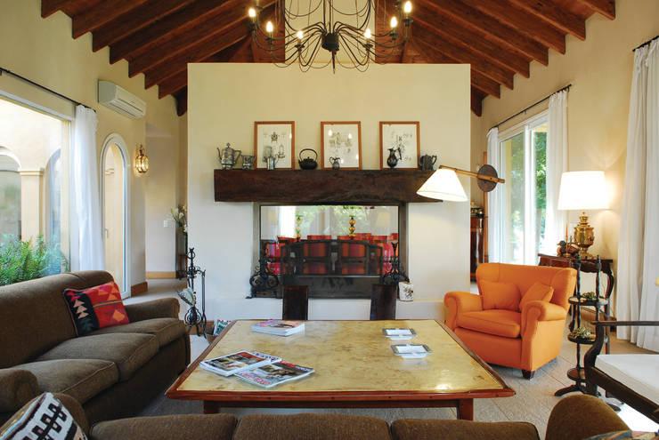 Casa Martindale: Comedores de estilo  por JUNOR ARQUITECTOS