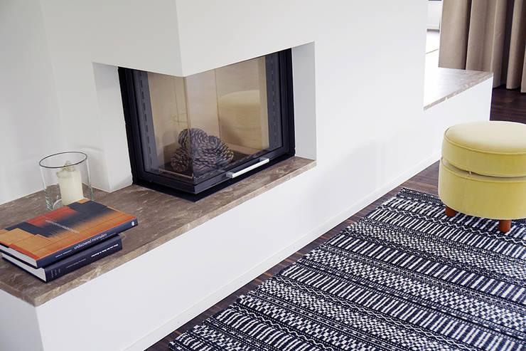 Teppich Ornamentti:  Wohnzimmer von annasaarinen Textilmanufaktur