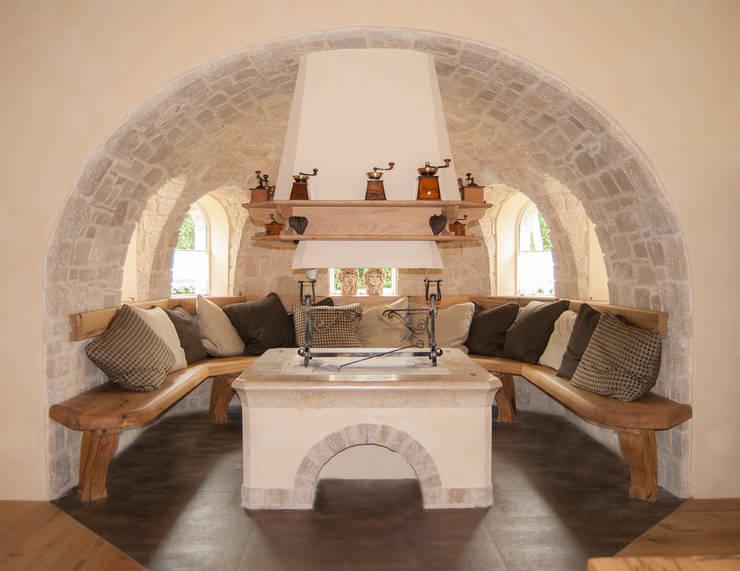 Villa Rustica: Soggiorno in stile  di RI-NOVO