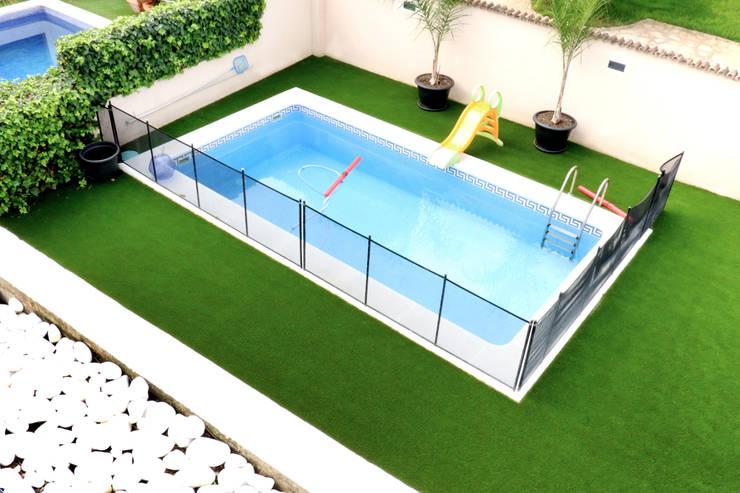 Jardines de estilo moderno por acertus