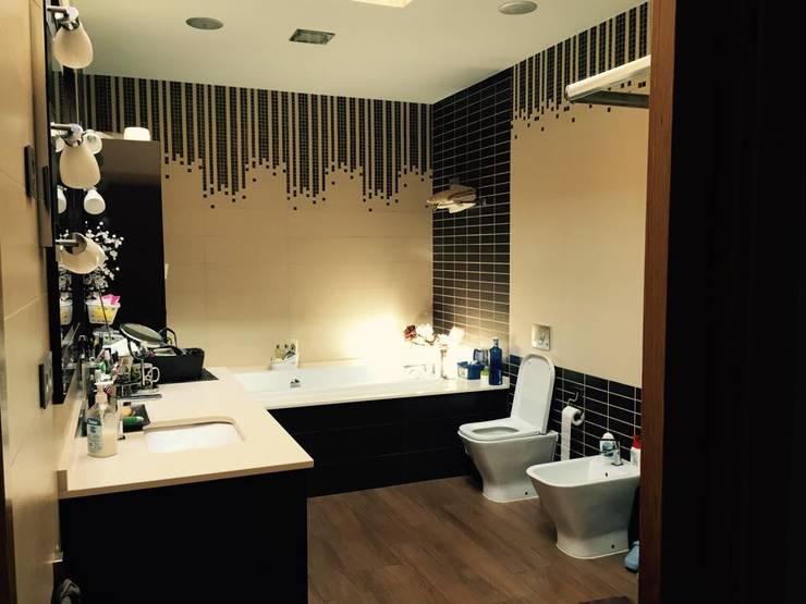 vivienda sevilla: Baños de estilo  de Architect Hugo Castro  - HC Estudio  Arquitectura y Decoración