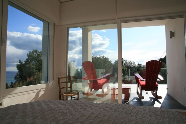 villa en el limonar malaga: Dormitorios de estilo  de Architect Hugo Castro  - HC Estudio  Arquitectura y Decoración