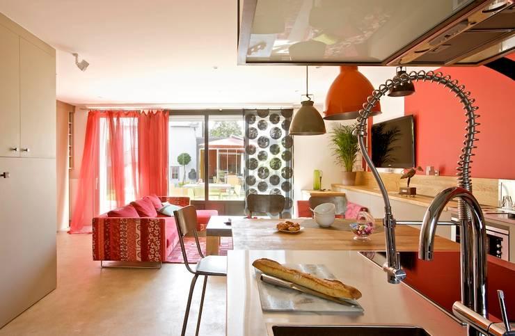 La maison roulante AVANT / APRES: Salle à manger de style de style eclectique par Tabary Le Lay