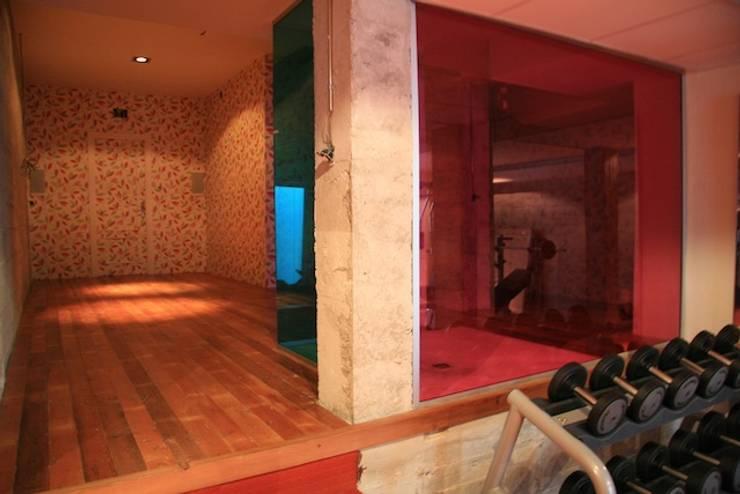 villa en el limonar malaga: Gimnasios domésticos de estilo  de Architect Hugo Castro  - HC Estudio  Arquitectura y Decoración