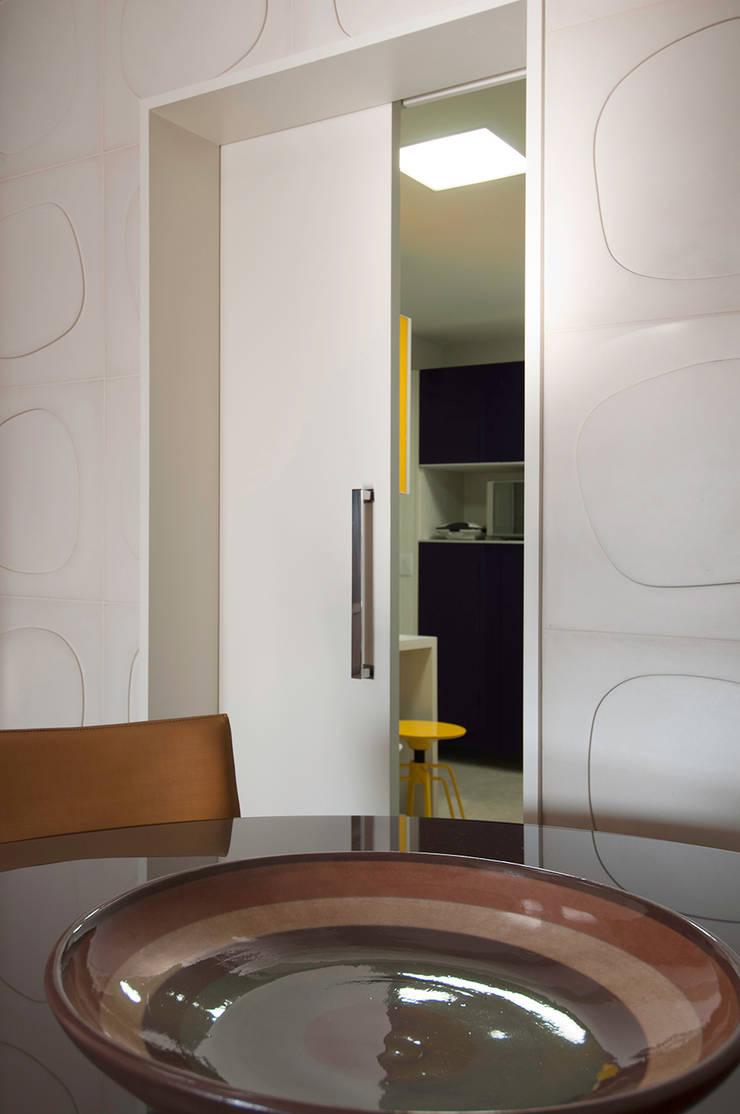 Apartamento Morumbi: Salas de jantar  por Figoli-Ravecca Arquitetos Associados,