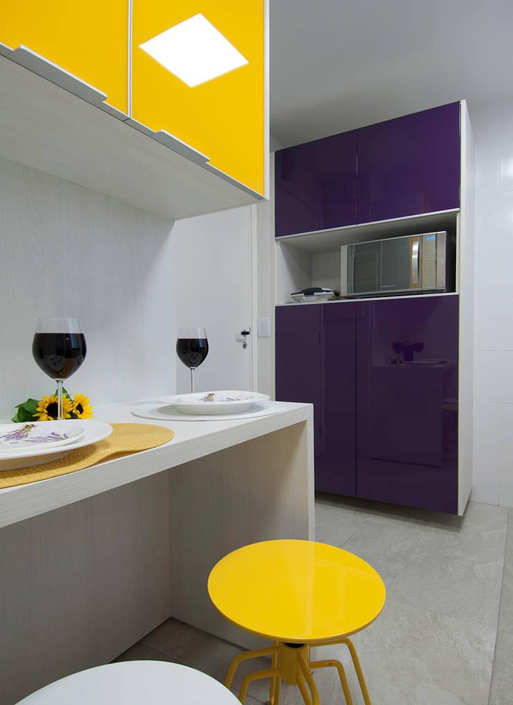 Apartamento Morumbi: Cozinhas  por Figoli-Ravecca Arquitetos Associados,