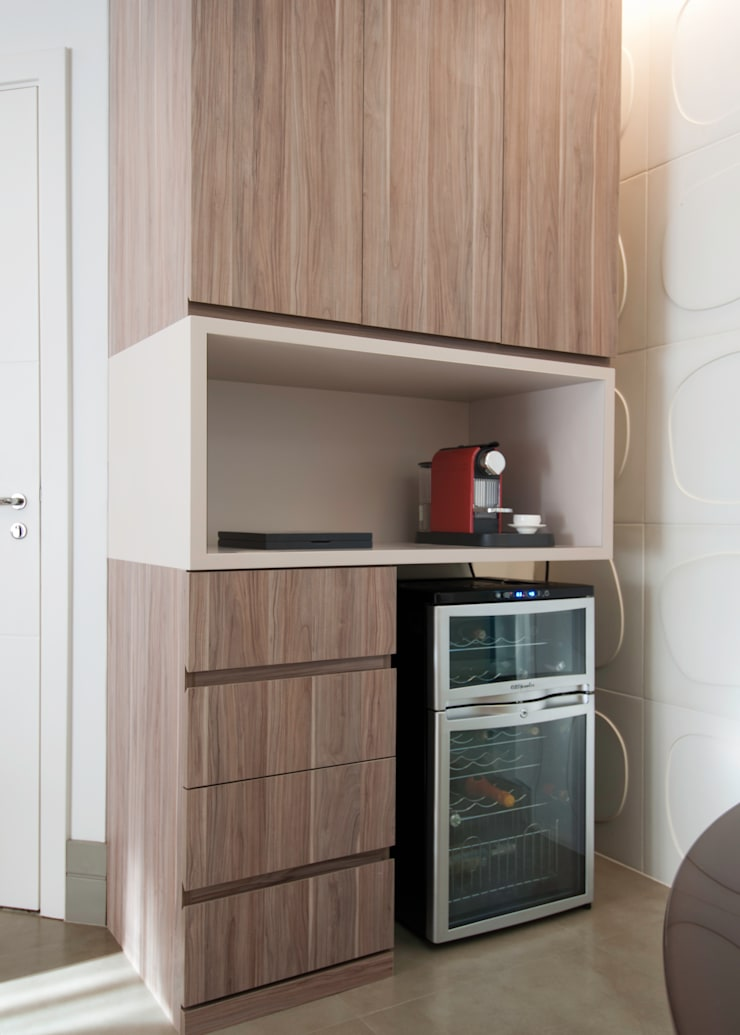 Apartamento Morumbi: Adegas  por Figoli-Ravecca Arquitetos Associados,