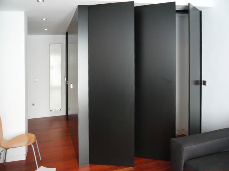 Modulo Armario/Baño_Abierto: Ventanas de estilo  de mr2arquitectos