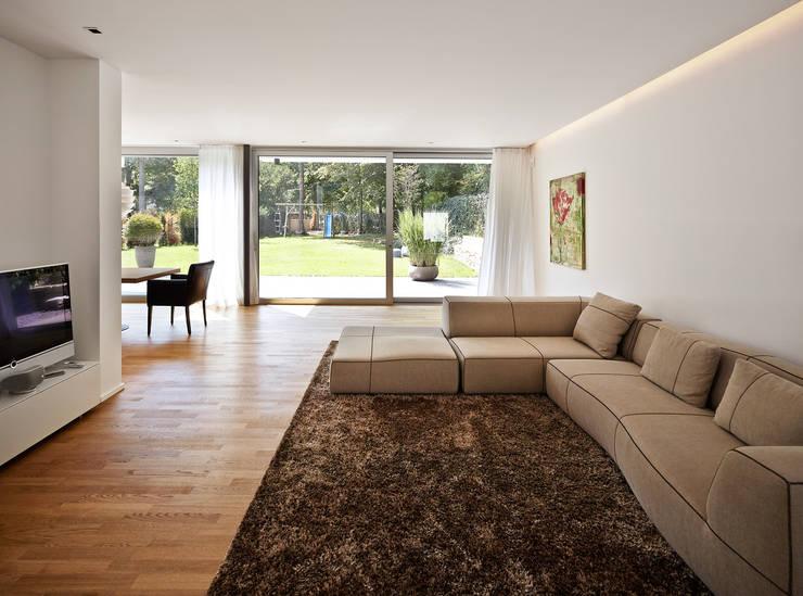 Haus C / Mainz: moderne Wohnzimmer von Lennart Wiedemuth / Fotografie