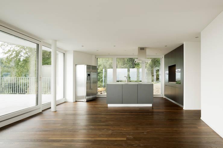 moderne Woonkamer door a4D Architekten AG