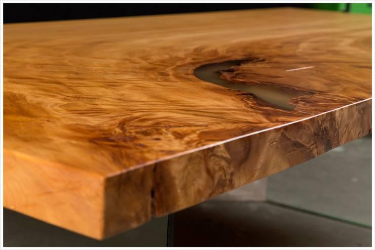Großer naturmarkanter Tisch an einem Stück: ausgefallene Esszimmer von Möbelkreationen Beaupoil