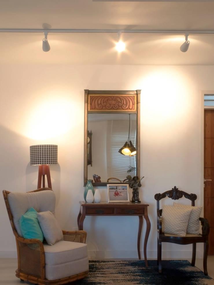 Apartamento IR: Corredores e halls de entrada  por Rede Arquitetos,Minimalista