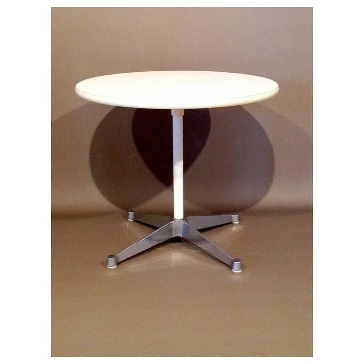 Herman Miller & Charles Easmes - table haute: Cuisine de style  par Collector Chic