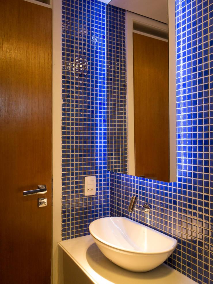 Apartamento IR: Banheiros  por Rede Arquitetos,Minimalista