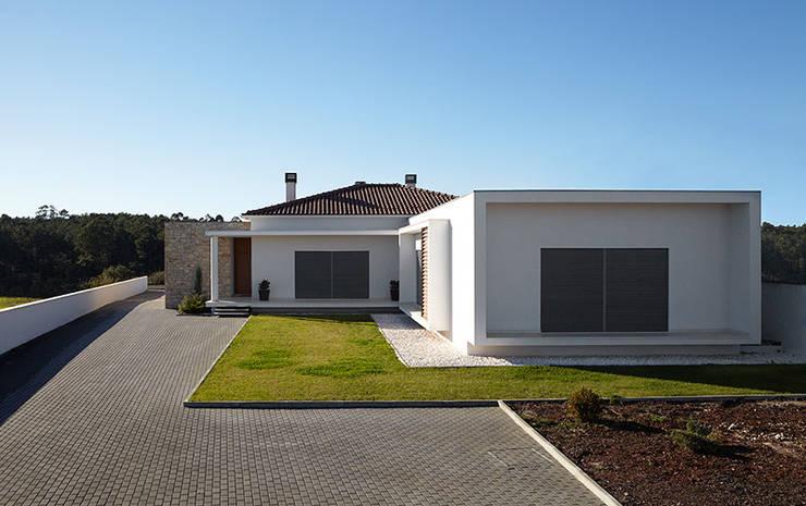 Casa Neves: Casas  por CS Coelho da Silva SA