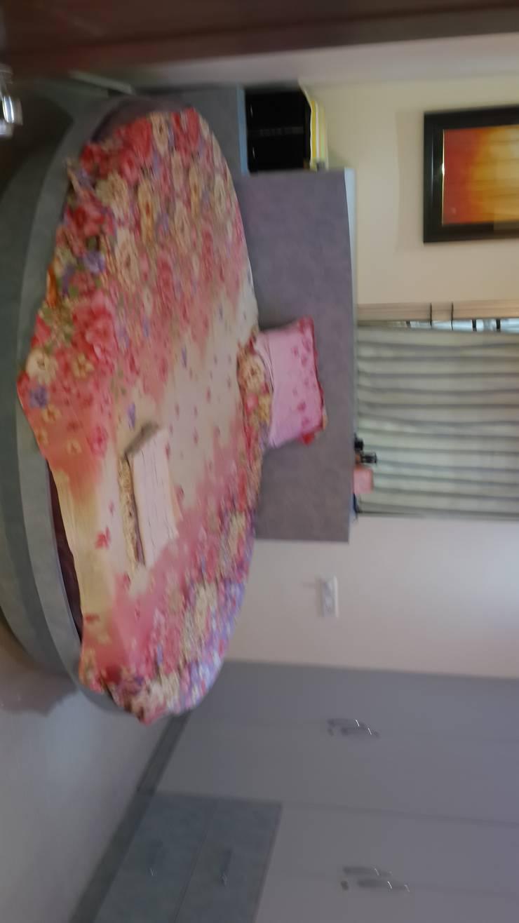 FLAT AT GACHI BOWLI : modern Bedroom by smileyinteriors