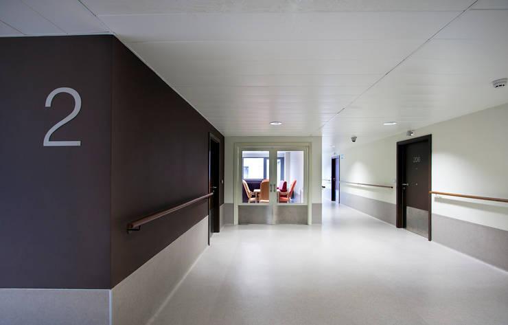 Pasillos y vestíbulos de estilo  por Ignacio Quemada Arquitectos,