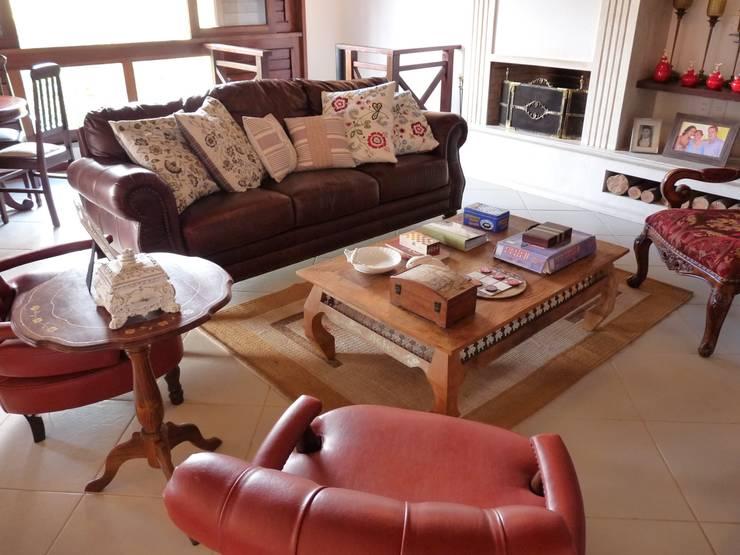 Sala da Lareira: Salas de estar  por Eveline Sampaio Arquiteta e Designer de Interiores,