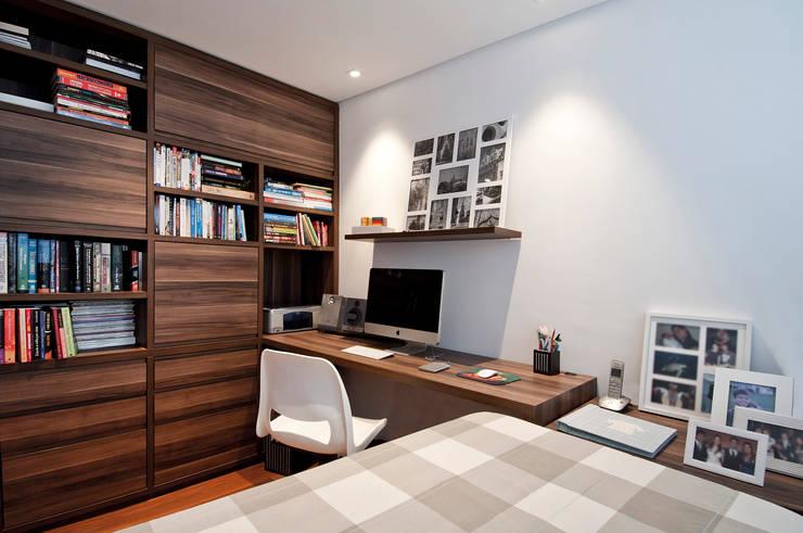 Рабочие кабинеты в . Автор – Figoli-Ravecca Arquitetos Associados