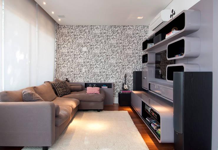 Projekty,  Pokój multimedialny zaprojektowane przez Figoli-Ravecca Arquitetos Associados