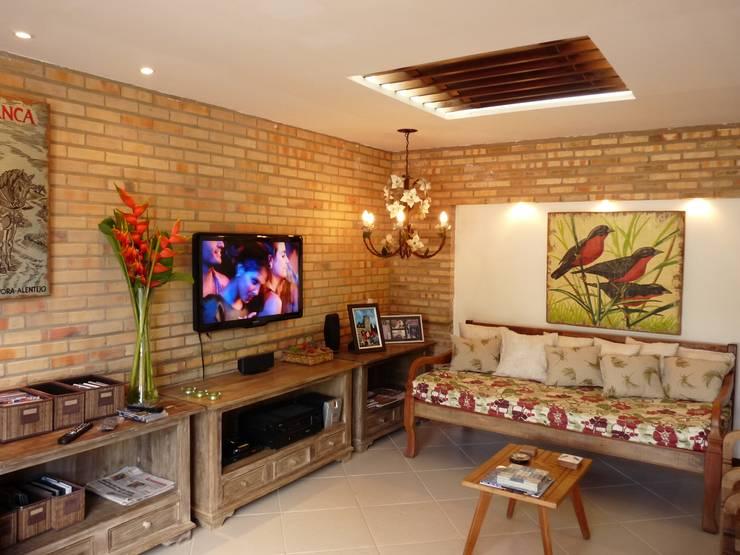 Salas / recibidores de estilo rural por Eveline Sampaio Arquiteta e Designer de Interiores