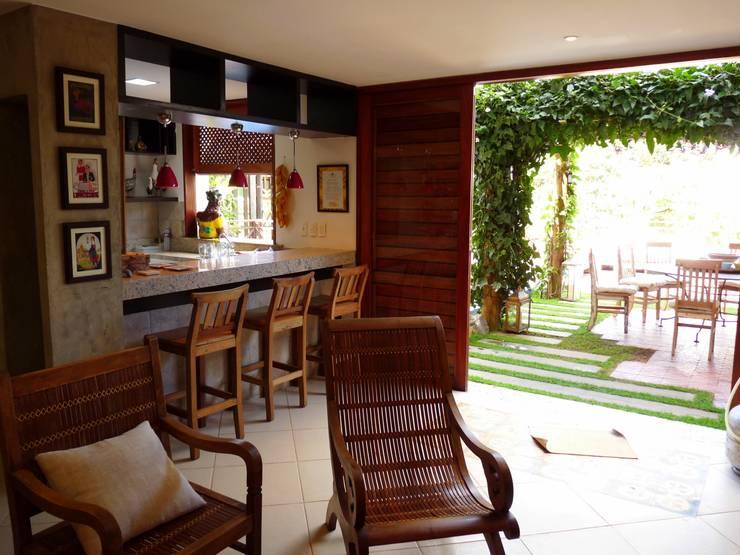 Sala de Estar : Terraços  por Eveline Sampaio Arquiteta e Designer de Interiores