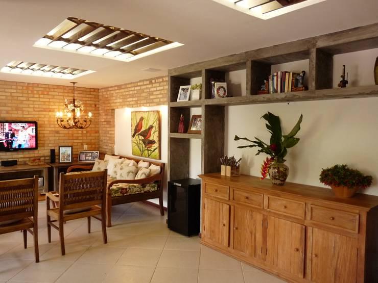 Sala de Estar : Salas de estar campestres por Eveline Sampaio Arquiteta e Designer de Interiores