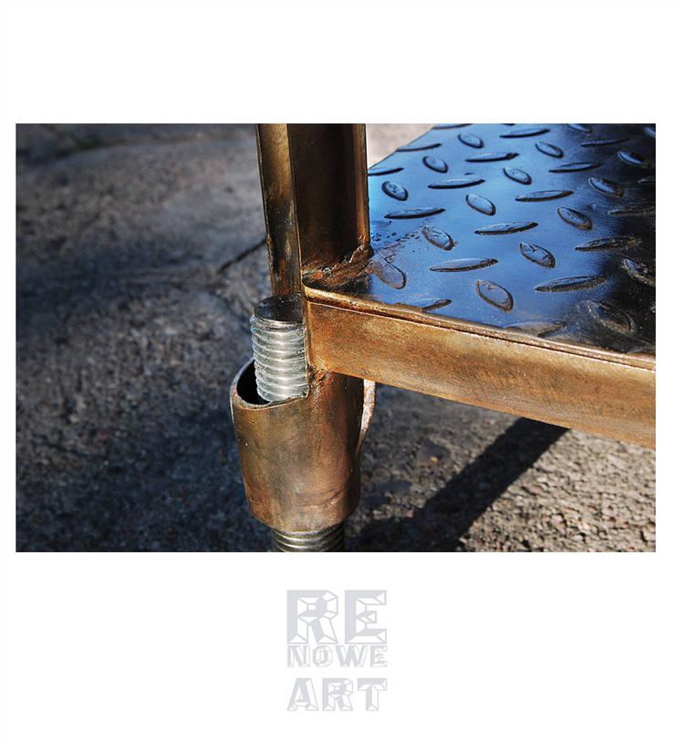 Industrialny Stolik Kawowy Z Czarnego Dębu: styl , w kategorii Salon zaprojektowany przez ReNowe Art