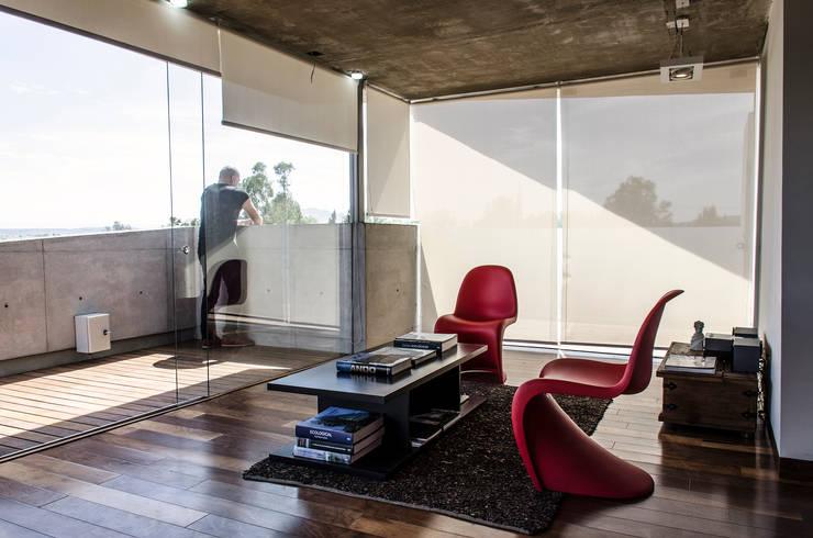Estudios y oficinas de estilo moderno por Oscar Hernández - Fotografía de Arquitectura