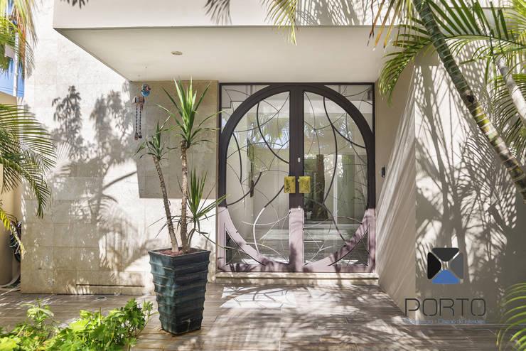 Projekty, eklektyczne Domy zaprojektowane przez PORTO Arquitectura + Diseño de Interiores