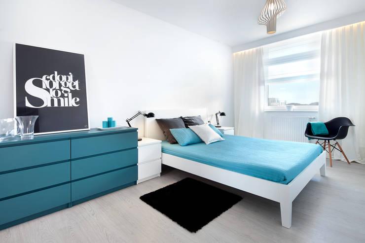 mieszkanie pokazowe 4 pokoje - apartamenty na polanie - Gdynia: styl , w kategorii Sypialnia zaprojektowany przez Anna Maria Sokołowska Architektura Wnętrz