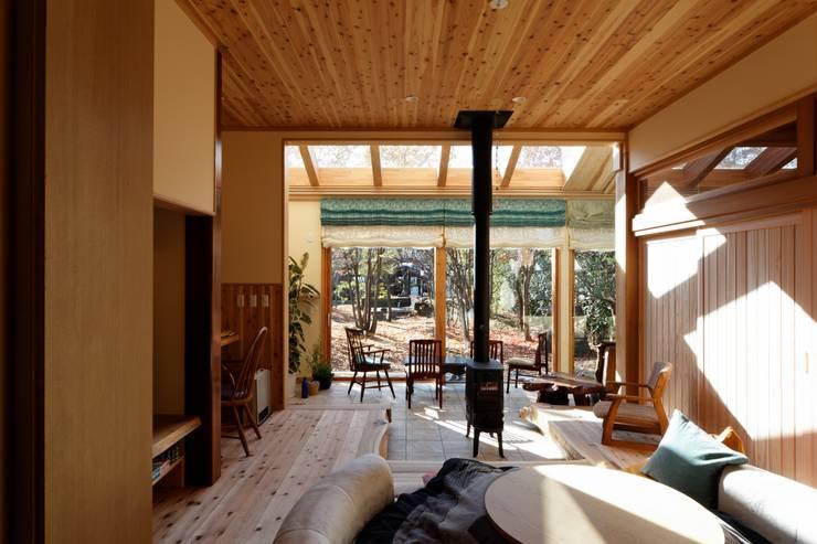 K邸 Renovation: 株式会社山崎屋木工製作所 Curationer事業部が手掛けたリビングです。