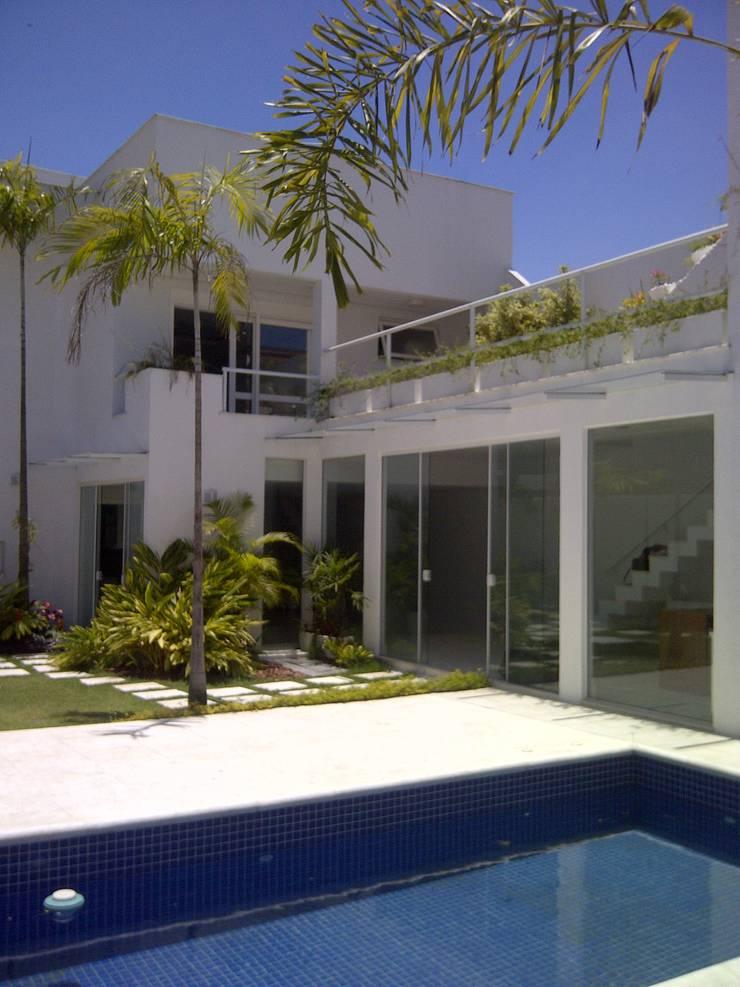 fachada interna: Casas  por Margareth Salles