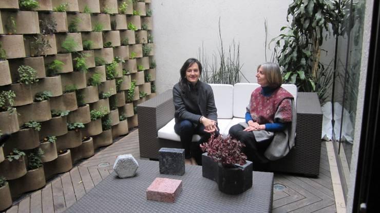 MURO VERTICAL <q> FLORESTA</q>: Estudios y oficinas de estilo  por ENFOQUE CONSTRUCTIVO