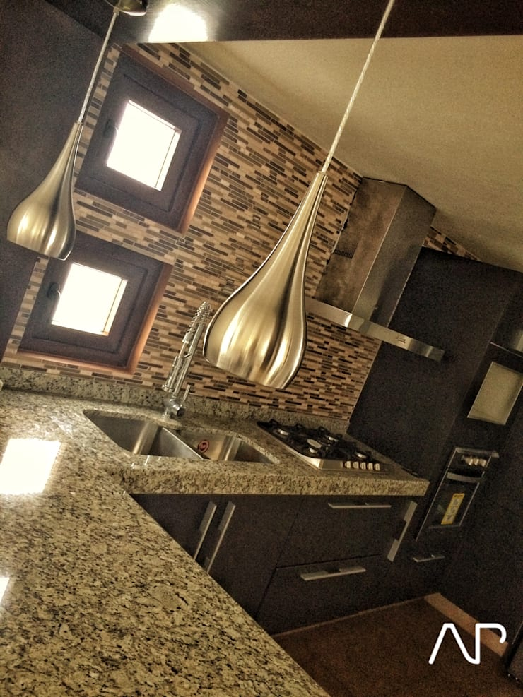 Casa Mayorazgos: Cocinas de estilo  por AP studioarq