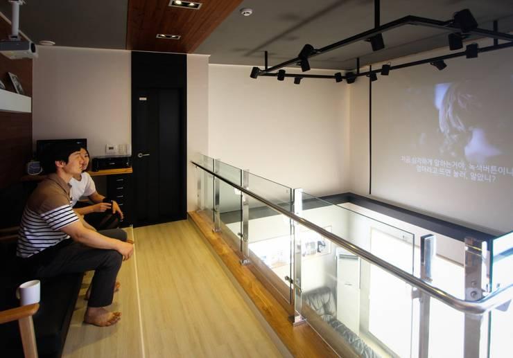 Salas multimedia de estilo moderno por (주)홈스토리