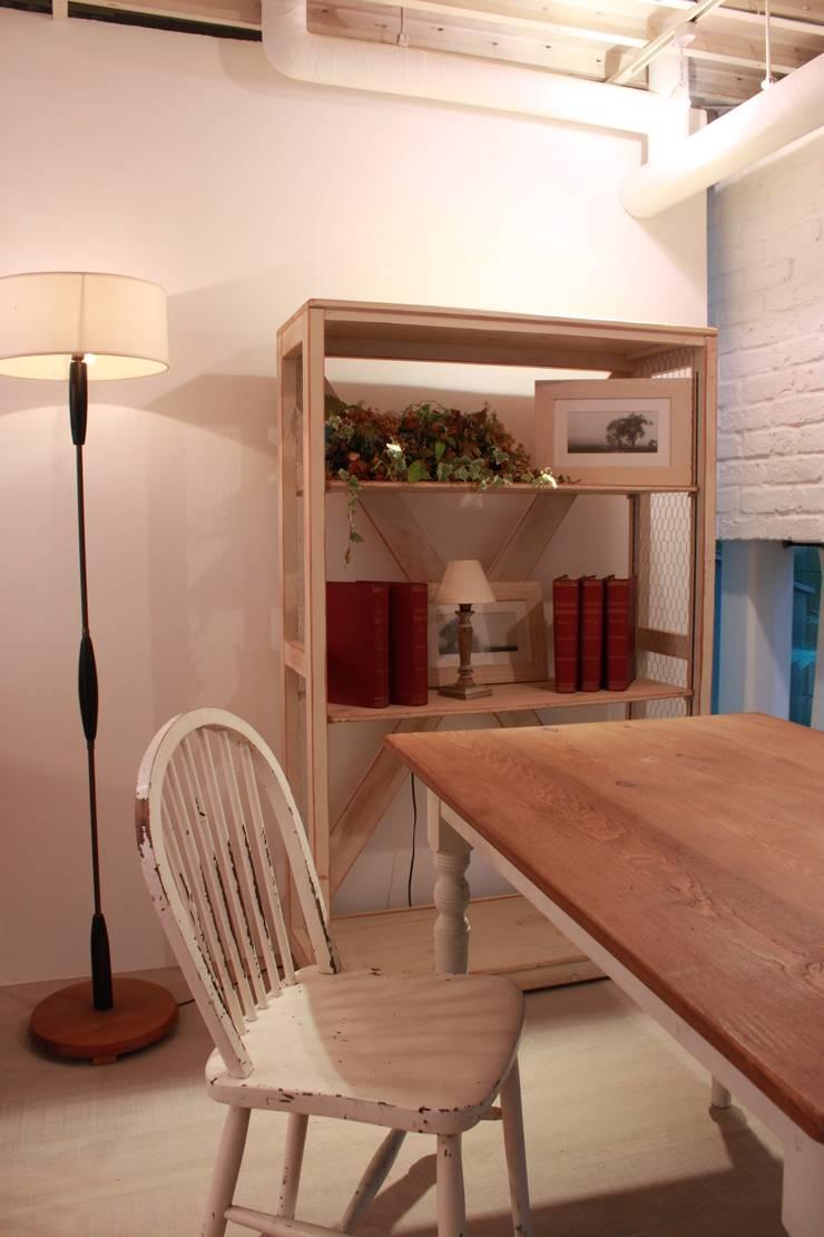 studio Boris fukasawa: (株)工房スタンリーズが手掛けた素朴なです。,ラスティック 木 木目調