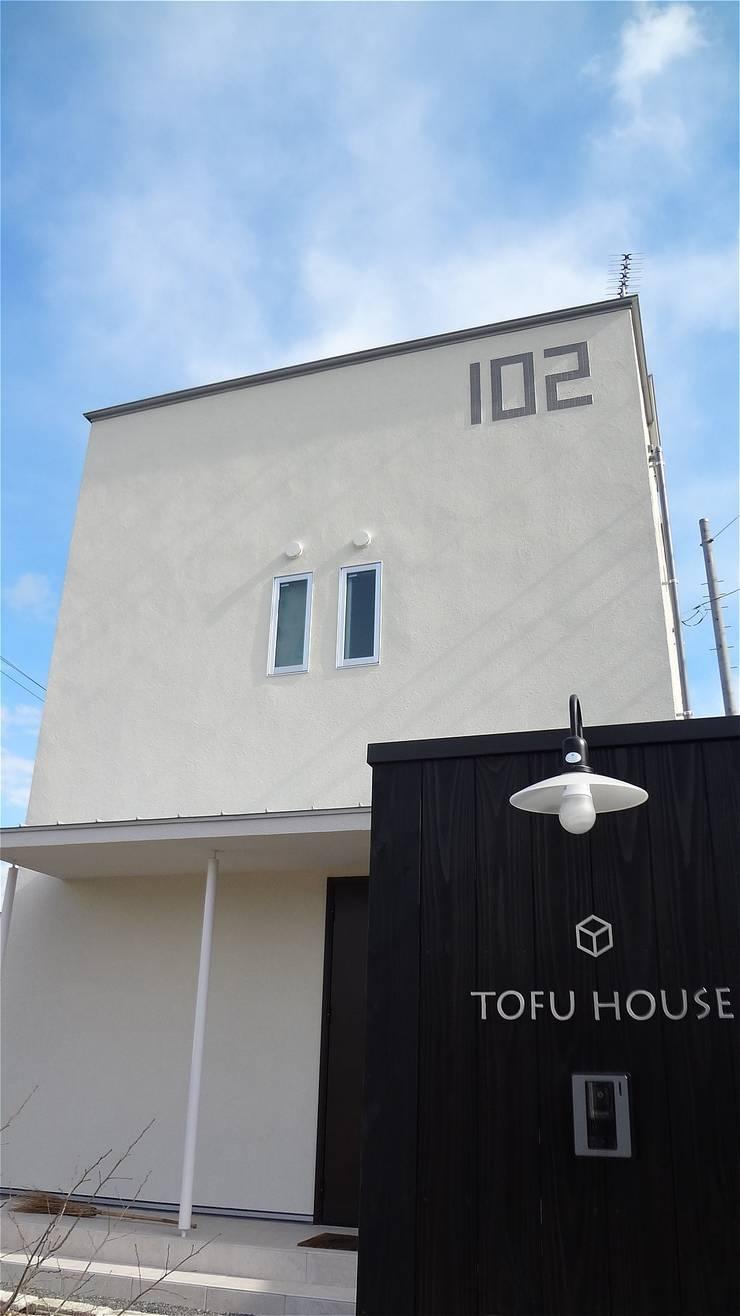 Casas de estilo  de atelier shige architects /アトリエシゲ一級建築士事務所, Moderno Azulejos