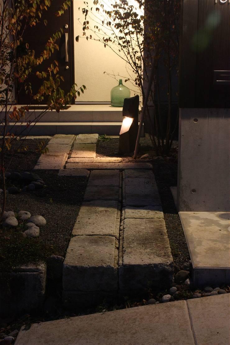 庭院 by atelier shige architects /アトリエシゲ一級建築士事務所, 現代風 石器