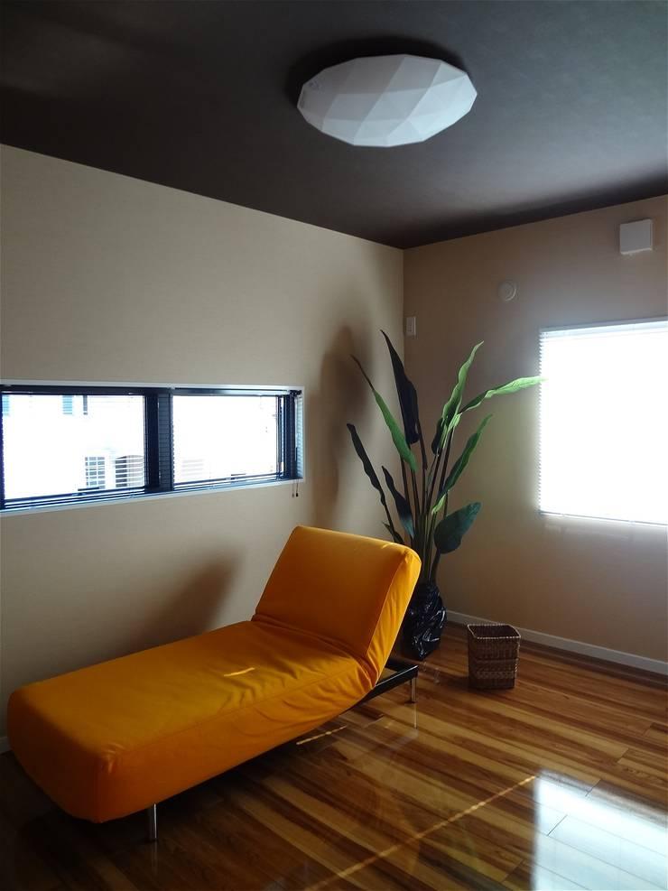 Dormitorios de estilo  de atelier shige architects /アトリエシゲ一級建築士事務所, Moderno Madera Acabado en madera