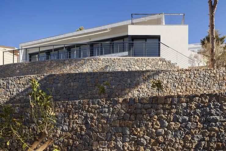 Casa Oos: Casas de estilo mediterráneo de sanahuja&partners