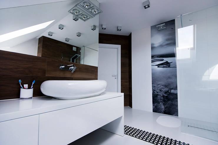 Marynarskie marzenia: styl , w kategorii Łazienka zaprojektowany przez conceptjoana