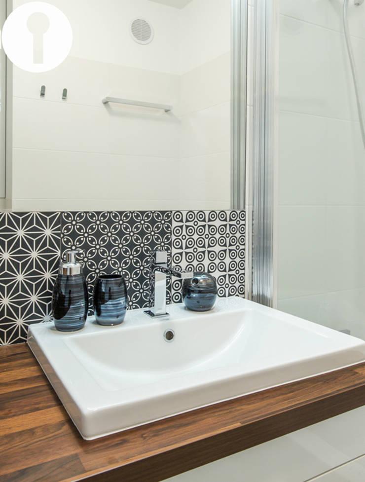 Nowoczesne mieszkanie : styl , w kategorii Łazienka zaprojektowany przez Urządzamy pod klucz